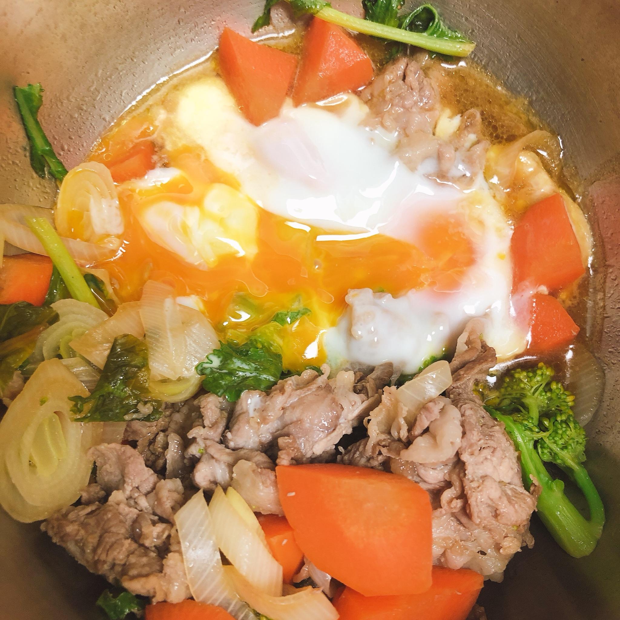 豚肉と残り野菜に卵を落としたら最高のホットクック丼